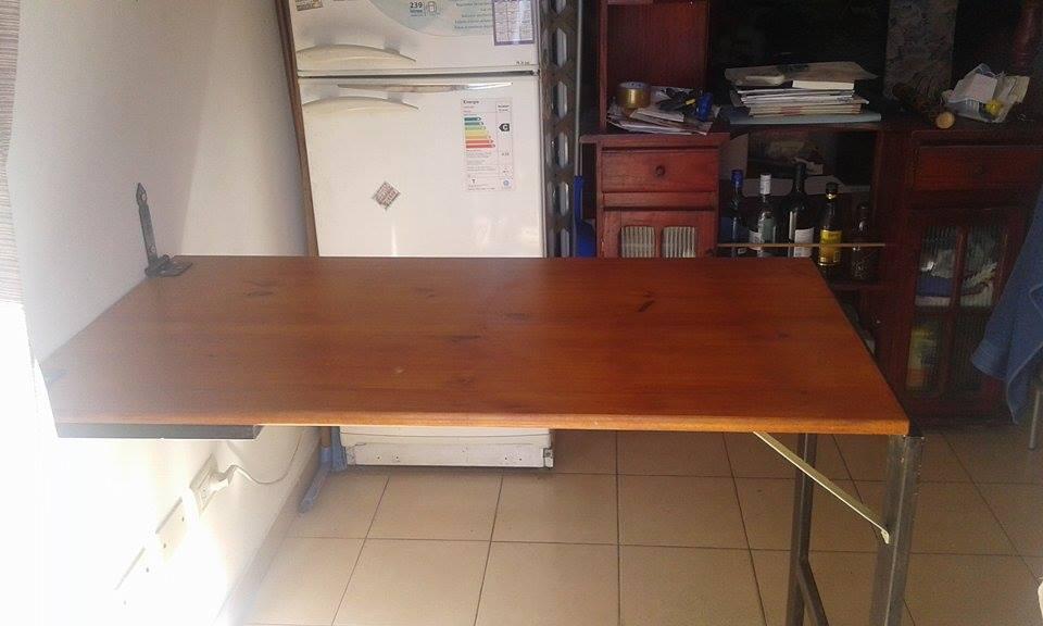 Una practica mesa plegable construir tv for Mesa de centro plegable