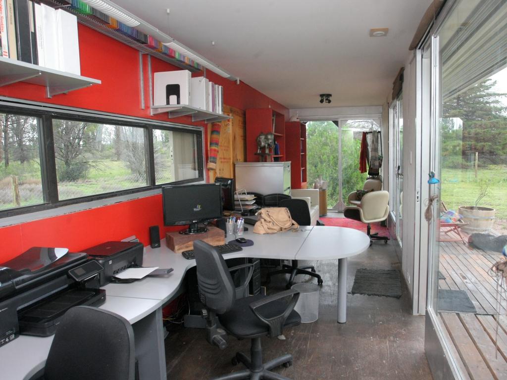Mendocinas crean oficina de lujo en un container for Contenedores de oficina
