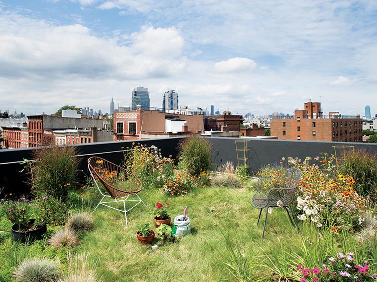 Aquí vemos un muy bien logrado espacio en una terraza en Brooklyn.