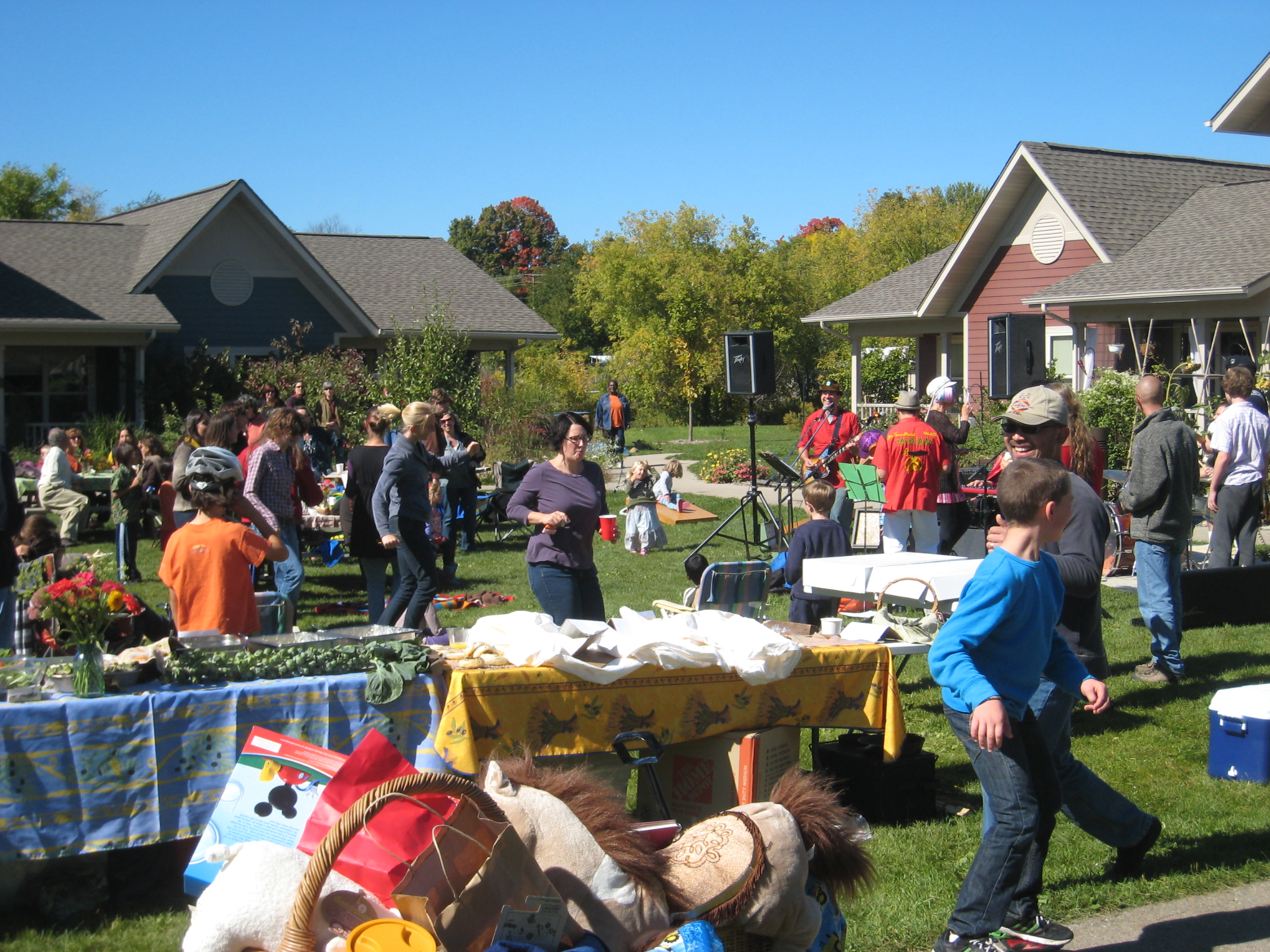 Troy Gardens Cohousing, en Madison, Estados Unidos / One Planet Thriving