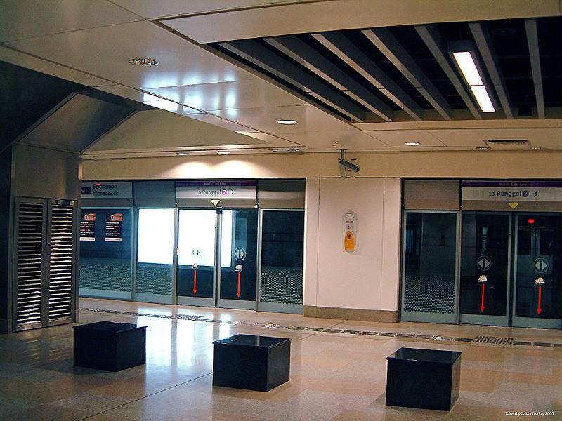 El Singapur MRT fue el primero en el mundo que tiene equipamiento de puertas con pantalla de cristal.