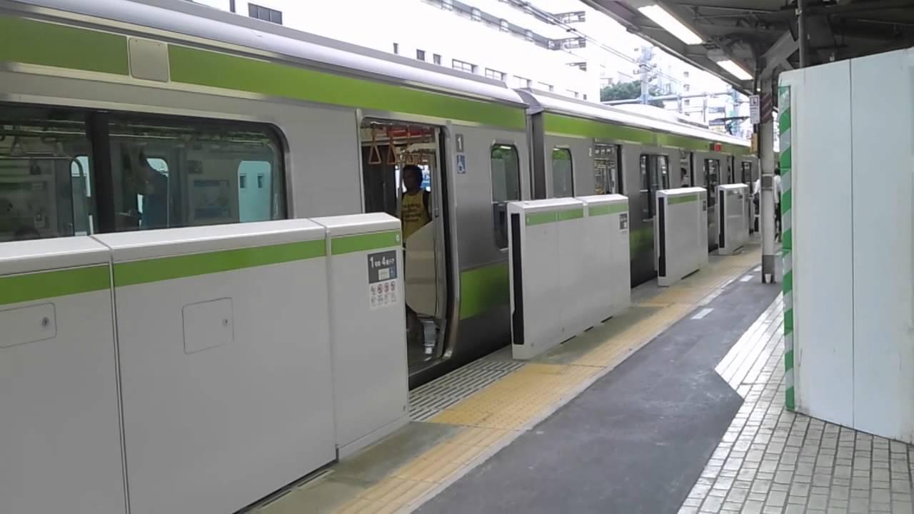 Metro de Tokio. En esta estación las puertas llegan solo hasta una determinada altura.
